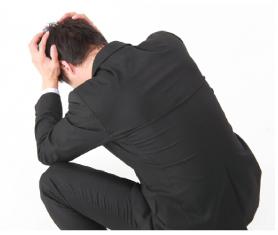 泣き寝入りした男性イメージ画像