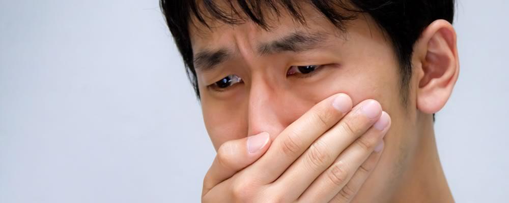 包茎の悩みで泣きそうな男性